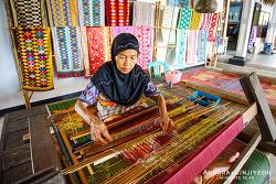 인도네시아 롬복 여행, 인도네시아 롬복 전통복을 입을 수 있는 수카라레 마을(Sukarare) & 나르마다 사원 (Taman Narmada) & 도자기 마을 바뉴물렉 (Banyumulek)