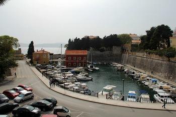 남유럽 크로아티아 여행 항구도시 '자다르 Zadar' 5개의 우물광장, 여왕 Jelena Madijevka 공원, 랜드 게이트 / 2012. 04. 06