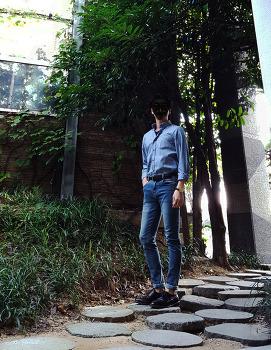 [가을 남친룩 코디 : 남자 셔츠 넣어입기] 남자 스트라이프 셔츠 코디 : 남자 셔츠 청바지 with 벨트 & 구두