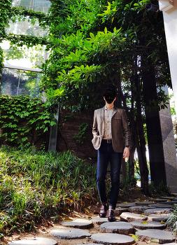 남자 빈티지 패션 [코디갤러리] 남자 카키 자켓 코디 with [H&M] 베이지 워싱 셔츠