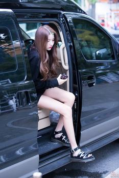 [PHOTO] 170828 불후의 명곡 출근 - 여자친구 소원,예린  by Girls Grapher