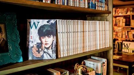 'W' 촬영소품·일러스트 전시회 열려
