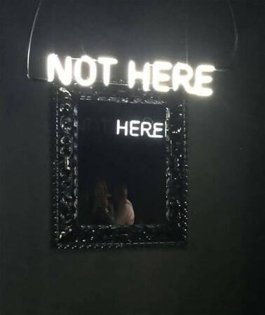 거울을 이용한 우리의 겉과 다른 속마음을 담은 사진 시리즈