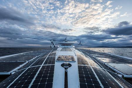 수소. 전기. 태양광으로 달리는 친환경 보트