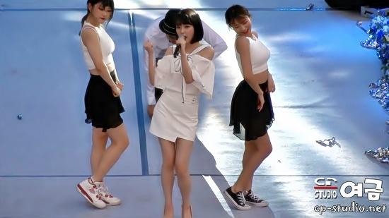 [17.05.20] 아이유(IU) 좋은 날(Good Day) 직캠 at 연세대 아카라카 축제 BY 여금