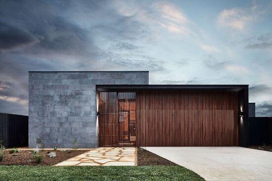 *블루 스톤과 천연 나무로 로 꾸며진 집-[ Auhaus Architecture ] The Courtyard House