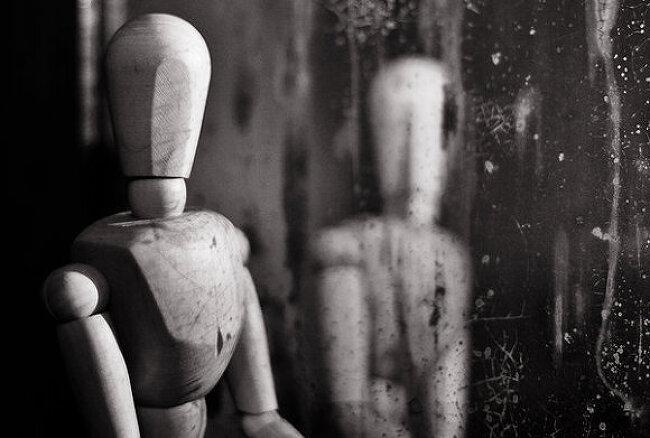 [이야기 속으로] 거울속의 이방인-2