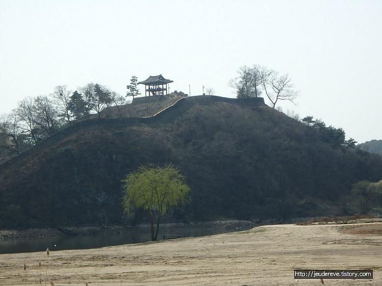 금강신관공원에서 바라보는 공산성, 금강(공주)