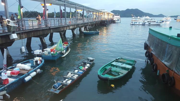 사이콩 선착장, 오징어잡이 배