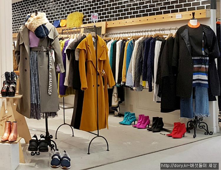 일본 의류매장의 겨울코트 패션스타일