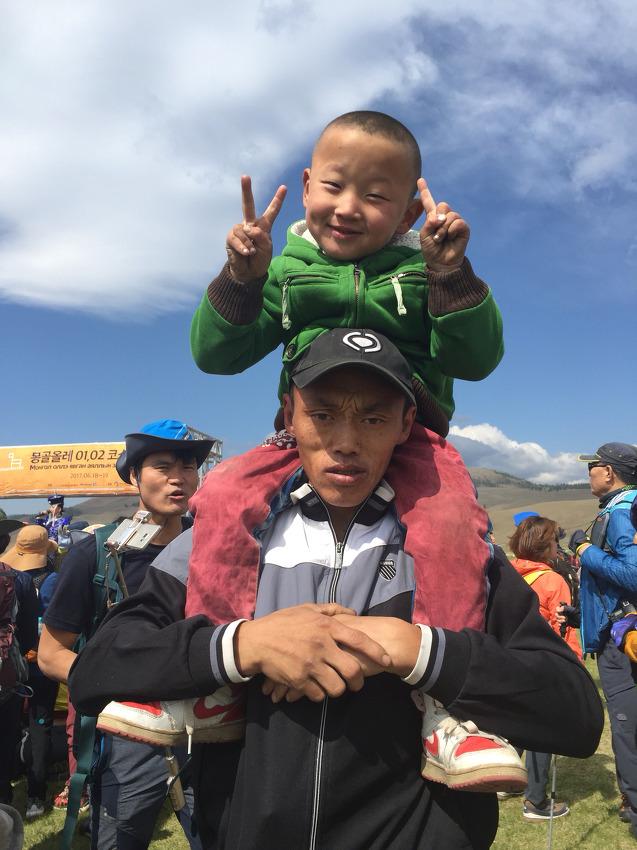 우리 아이들에게서는 찾기 힘든 해맑은 표정을 한 몽골의 아이들