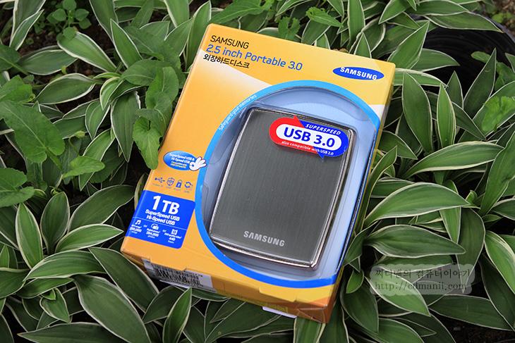 삼성, 외장하드, 1tb, Portable 3.0, 사용기,IT,IT 제품리뷰,옛날 생각 나게 만드는 제품인데요. 지금도 잘 사용하고 있습니다. 삼성 외장하드 1tb Portable 3.0 사용을 한것은 꽤 오래전이긴 하지만 사진이 남아 있어서 올려봅니다. 외장하드는 계속 많이 쓰이죠. 삼성 외장하드 1tb Portable 3.0는 크기도 비교적 작은 편이고 디자인도 괜찮은 편 입니다. 외장하드는 근데 사용시 주의를 해야 합니다. 충격에 약하니까요. 어느 제품을 쓰더라도 마찬가지 내용이긴 합니다