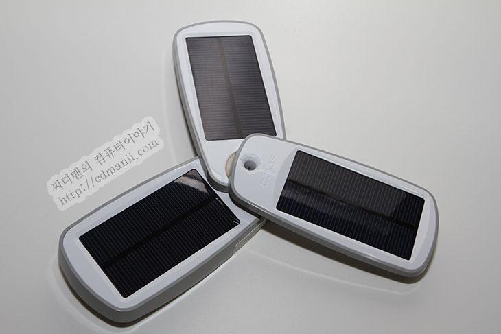 태양광 배터리, 태양광배터리, 태양광, 태양빛, 클래식2, 솔리오, 솔리오볼트, 솔리오 볼트, 볼트, 솔리오 클래식2, SOLIO CLASSIC2, 사용기, 후기, IT, 리뷰, review, 태양광 배터리 효율, 효율, 충전시간, 8-10시간, 효율 높은 배터리팩,태양광 배터리 솔리오 클래식2 SOLIO CLASSIC2 사용기  배터리팩을 들고 나왔는데 충전이 안되어있다면 어떻게 해야할까? 게다가 충전도 할 수 없는 장소라면. 태양광 배터리 솔리오 클래식2를 사용하면 USB 충전을 할 수 없는 곳에서도 태양광으로 충전이 가능 합니다. 그리고 태양광 충전시간이 너무 길어서 사실 의미가 없는 태양광 배터리와는 솔리오 클래식2는 차별화 됩니다. 완충전을 하는데 8-10시간이 걸립니다. 낮에 계속 충전한다면 충분히 완충전을 할 수 있다는 의미이죠. 20시간이 넘어가는 타 태양광 배터리와는 확실히 차별화 되는 부분입니다. 제생각에도 태양광 배터리라면 이정도 효율은 되어야한다고 봅니다. 적어도 5시간 정도 충전해서 반정도라도 충전이 가능하다면 유용하게 사용이 가능하니까요. 너무 길어져서 의미가 없을바에는 차라리 태양광 배터리보다는 용량이 큰 대용량 배터리팩을 들고다니는게 차라리 낫지요. 그런의미에서 태양광 배터리 솔리오 클래식2 (SOLIO CLASSIC2)는 태양광을 확실히 이용하는 상당히 효율이 높은 배터리팩 입니다.