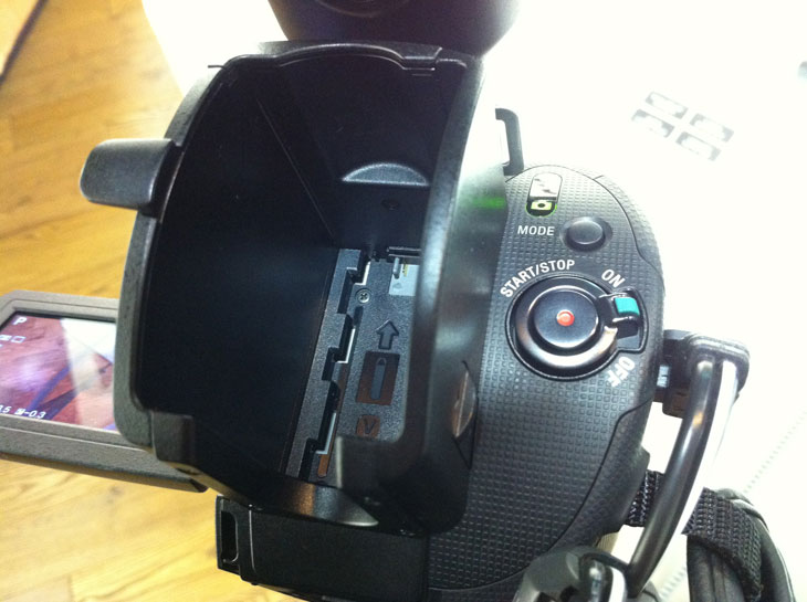 18-200, 18-200mm, 5.1채널, HDR-CX500, HDR-CX550, LCD, NEX, NEX-VG10, oss, Review, sony, VG10, 리뷰, 마이크, 뷰파인더, 사용기, 소니, 소니매장, 파인엑트라LCD, 프리뷰, 회전, IT, 사진, 캠코더, HD캠코더