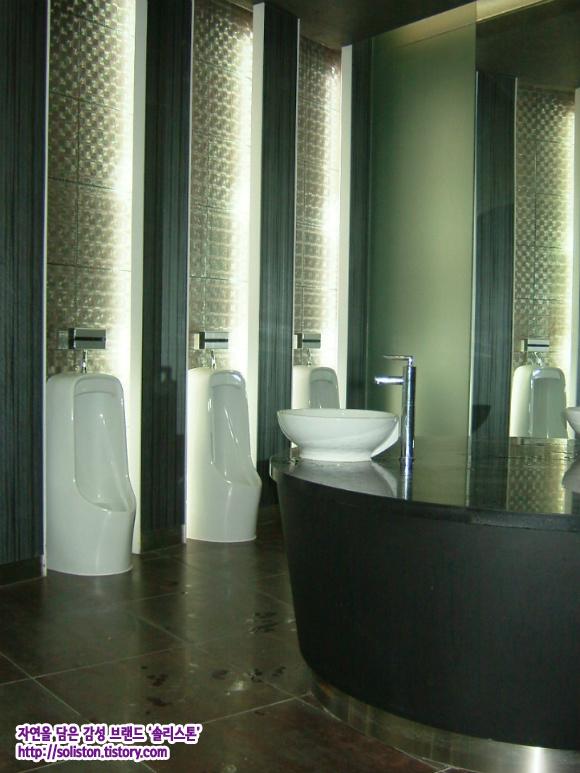 즐거운 솔리~ :: 깔끔한 남성용 공용 화장실 인테리어 / 가게 ...