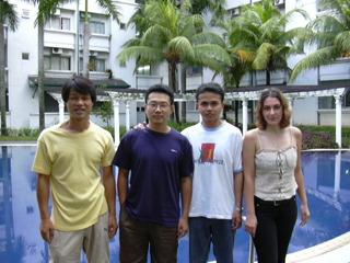 2003년 4월 30일 기숙사 아파트에서 친구들과