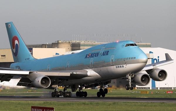 B747 항공기는 총 18개의 타이어(바퀴)를 가지고 있어..
