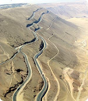 사막 절벽 도로