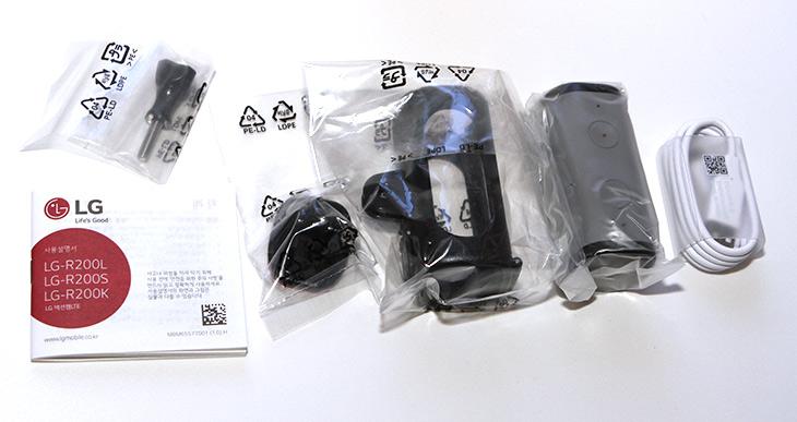 LG, 액션캠 LTE ,LG G5 ,연결 , 사용, 4K화질, 연결성,IT,IT 제품리뷰,활동성이 강한 영상을 찍을 때 좋습니다. 물에 들어가거나 할 수 도 있죠. LG 액션캠 LTE LG G5 연결 및 사용을 해 봤습니다. 4K화질 및 연결성도 살펴 볼 것인데요. 방수케이스는 별매로 구매를 해야 합니다. 해외여행을 가거나 물놀이를 할것이라면 스마트폰을 방수팩에 넣는것보다는 이것이 좋겠죠. LG 액션캠 LTE는 유심이 들어갑니다. 데이터를 이용하여 생방송 하는것이 가능 합니다. 개인적으로는 드론에 붙여보고 싶네요.