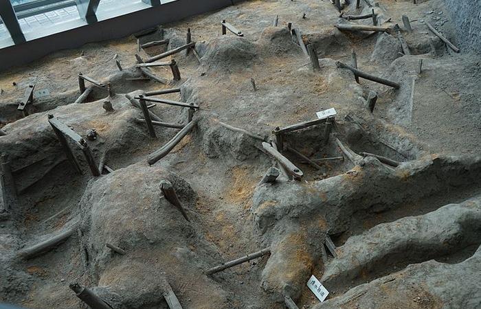 사진: 한나라 시대의 동 채굴 광산터의 모습. 당시는 동, 즉 구리로 돈을 만들었다. 철기문화가 흔해지기 이전이기 때문이다. 한나라 문제는 등통에게 이렇게 중요한 동산을 주었다고 한다. [한 문제와 등통의 일화]