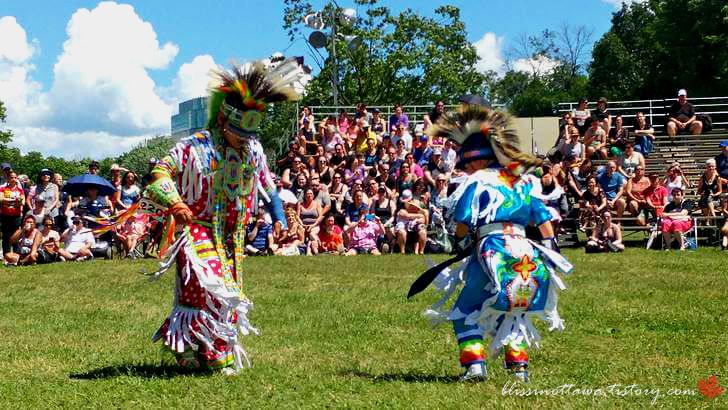 북미 토착민 춤 대결입니다