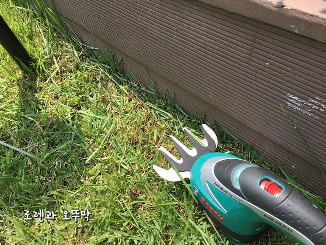 보쉬 충전용 잔디깎기! 모서리 잔디가 시원하게 제거되네16