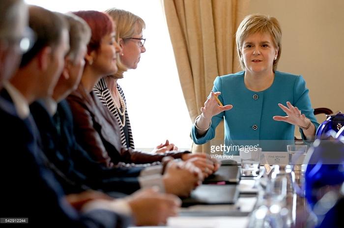 """[뉴스 깊이보기]""""영국 못 믿어, 노동당 못 믿어"""" 독자행보 나선 스코틀랜드"""