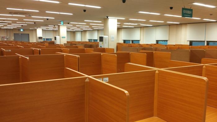 대학교 도서관 열람실이 썰렁한 이유!