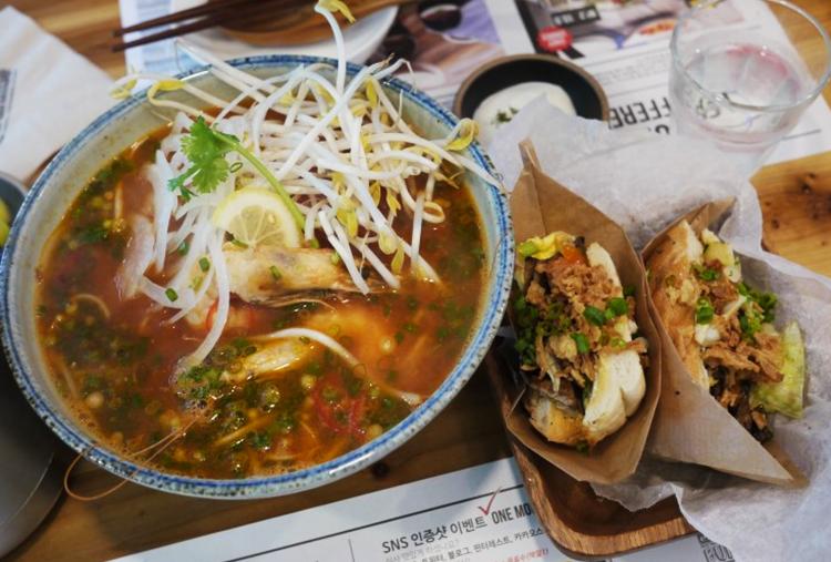 이촌 쌀국수 맛집 반미 샌드위치 르번미 생생정보통 토마토해산물쌀국수 새우반미