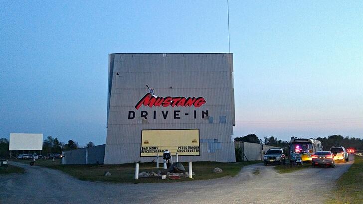 캐나다 자동차 극장
