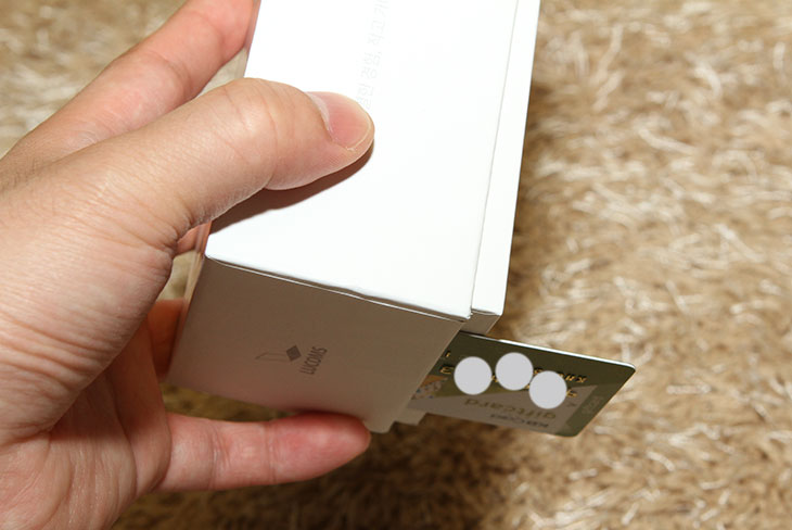 대우루컴즈 미니스틱PC 개봉기, 제품 스펙, 대우루컴즈 미니스틱PC 장점,대우루컴즈 미니스틱PC 단점,IT,IT 제품리뷰,후기,사용기,대우루컴즈,LUCOMS,루컴즈,무팬,무소음,HDMI,대우루컴즈 미니스틱PC 개봉기를 통해서 제품 스펙 및 장점 단점에 대해서 알아보려고 합니다. 제가 앞으로 여러글로 이 제품에 대한 상세한 소개를 해볼 예정인데요. 그전에 이 제품과 비교가 될만한 제품으로 좀 더 먼저나온 인텔 컴퓨트 스틱도 궁금하실겁니다. 대우루컴즈 미니스틱PC와 차이점이 있는데요. 인텔 컴퓨트 스틱에 대한 설명은 이미 자세한 벤치마크를 통해서 글을 올려놓았으니 보시면 좋을듯합니다. 사양적인 부분에서는 대우루컴즈 제품도 동일합니다. 다만 차이점이라면, 대우루컴즈 미니스틱PC는 팬이 들어가지 않아서 소음이 전혀 없습니다. 그리고 좀 더 얇아졌습니다. 게다가 USB 단자도 2개 입니다. 개인적으로는 소음이 일체 없는점이 상당히 맘에 들었습니다. 아이들용 컴퓨터로 또는 사무용컴퓨터로 또는 들고다니는 컴퓨터로 사용할 때 무척 가벼우며 설치가 간단하고 조용한 컴퓨팅 환경을 만들어 줍니다. 대우루컴즈 미니스틱PC는 전력소모량도 무척 낮습니다. 저전력CPU를 사용했지만, 코어가 4개인 제품을 사용했고 저전력이기 때문에 멀티미디어 서버 등을 만들 때 활용해도 괜찮습니다. 모니터 연결해놓지 않고 켜놓기만 할 수 도 있으니까요.