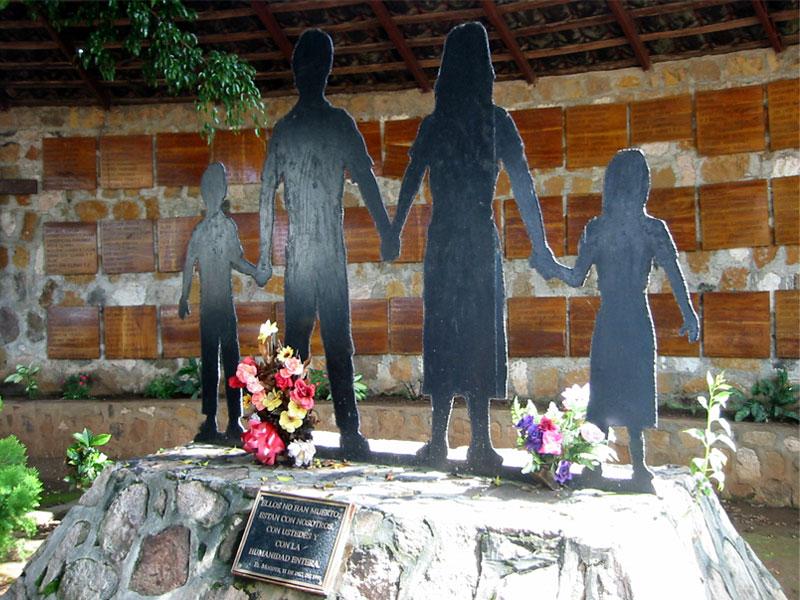 엘모소테, 학살의 가려진 기억