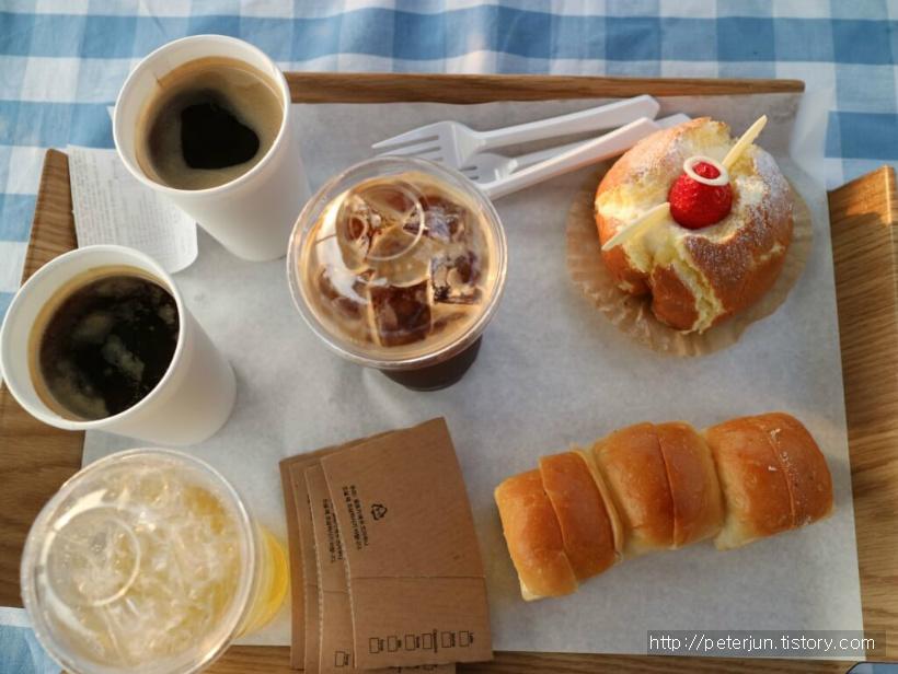 커피와 빵