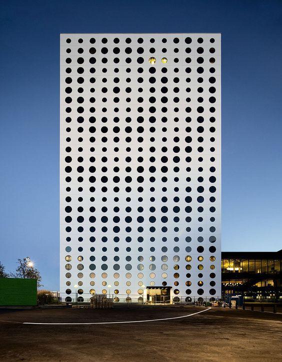 건축의 외형 - '타공판' (perforated board)