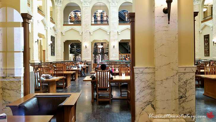 도서관 리딩 룸입니다