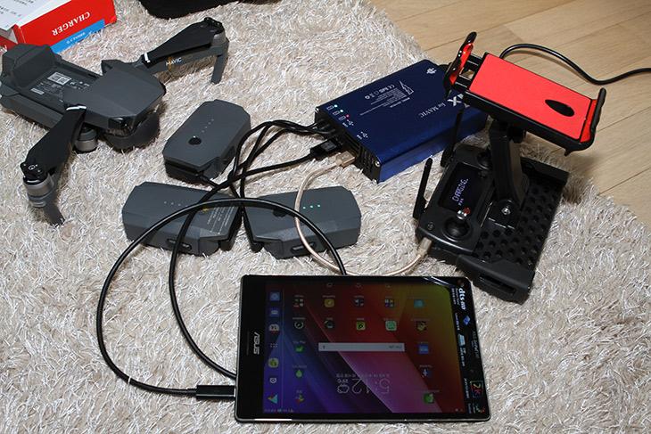 DJI ,매빅 프로 악세서리, 거치대 ,배터리, 충전기, YXC06,IT,IT 제품리뷰,악세서리는 구매하면 더 좋은 제품들이죠. 편리함을 주니까요. DJI 매빅 프로 악세서리 거치대 배터리 충전기 YXC06를 소개 합니다. 써보니까 확실히 편한점도 불편한 점도 있긴 하네요. DJI 매빅 프로 악세서리 중에서 꼭 소개하고 싶은 필터 제품은 아직 도착을 안해서 그것은 추후에 소개하도록 할께요. 거치대는 아이패드 등을 거치하기 위해서 써볼만한 제품 입니다. 큰 화면으로 조정할 수 있게 해주죠. YXC06충전기는 배터리를 3개, 스마트폰과 조정기를 동시에 충전할 수 있도록 해주는 제품 입니다. 57분 정도만에 다 충전하게 해주죠.